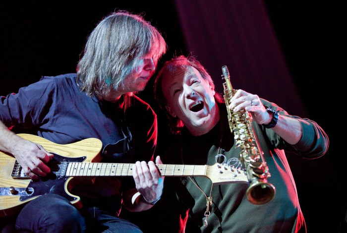 Mike Stern and Bill Evans fool for the camera. Photo © John Watson/jazzcamera.co.uk – for John's Cheltenham gallery click on the picture.
