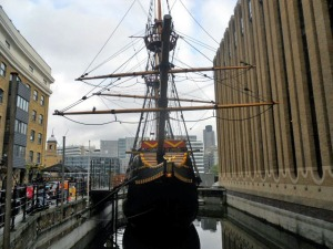 golden-hinde-london-bridge-ship-sir-francis-drake